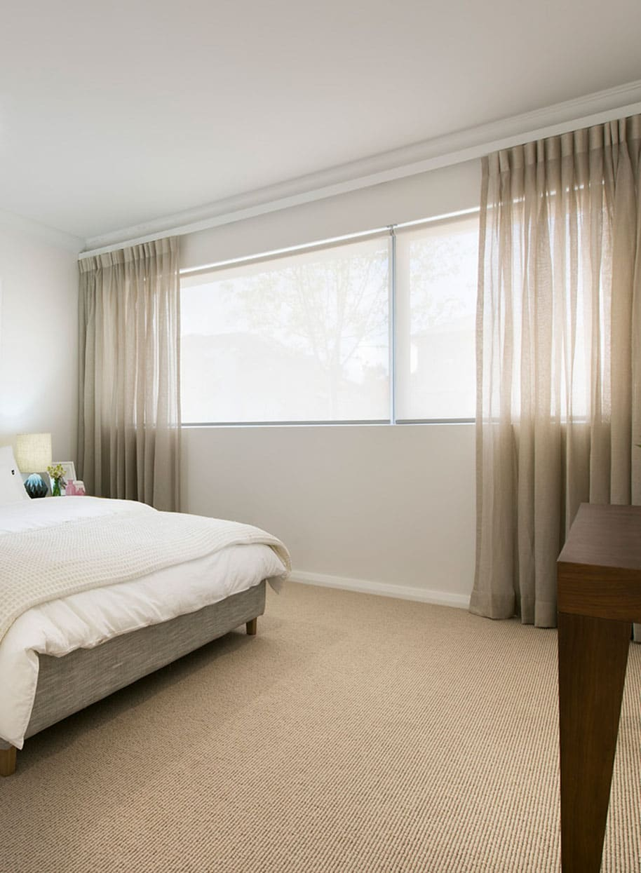 How to Pair Blinds With Curtains