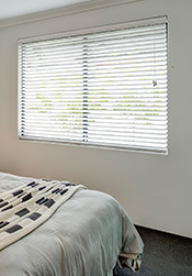 Timber-look Venetian Blinds